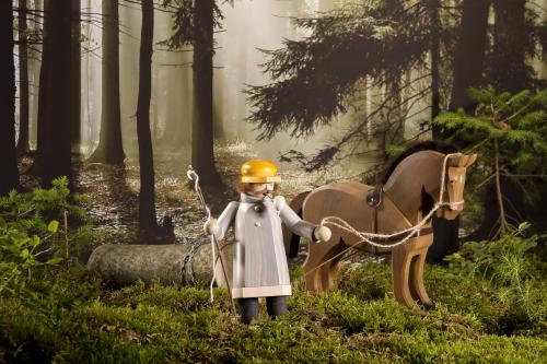 smoker wood worker with horse limited edition